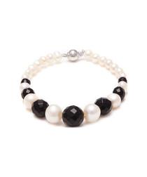 0.7cm white pearl & onyx bracelet
