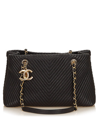 b994ac059d4 Matelasse black leather chevron bag Sale - Vintage Chanel Sale
