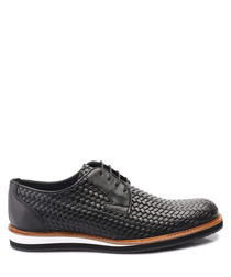 Black leather weave-effect shoes