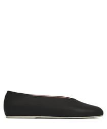 Black leather round toe ballet flats