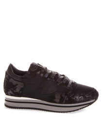 Mimetic black leather sneakers