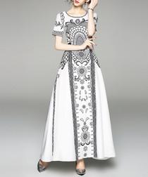 White & black round-neck maxi dress