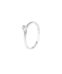 diamond & 9k white gold solitaire ring