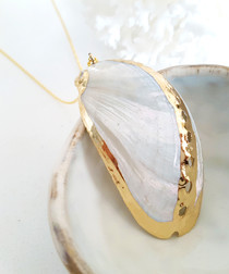 White & gold-tone seashell necklace