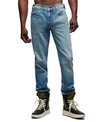 Light wash casual fit jeans